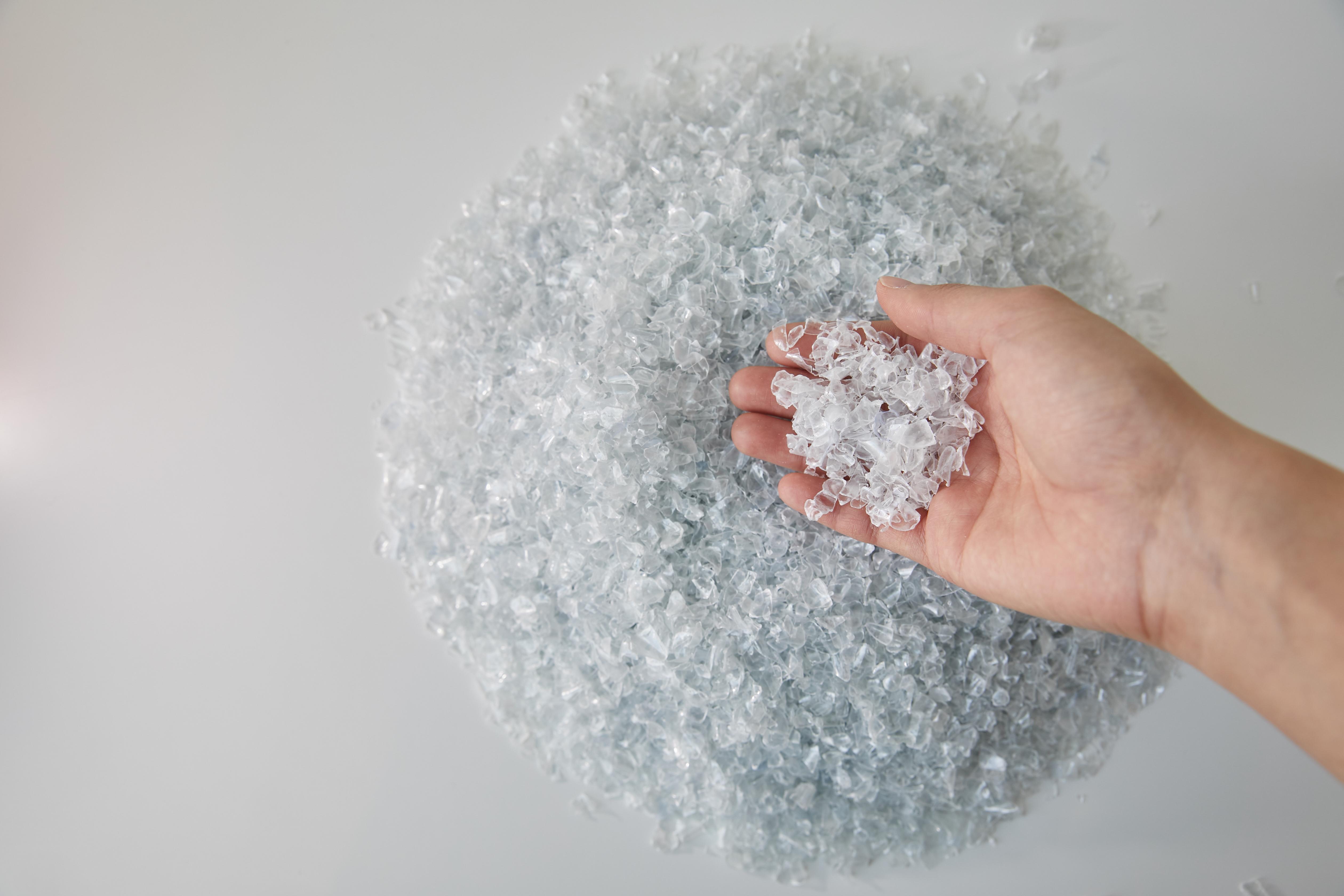 수퍼빈이 생산한 고품질의 재활용 PET 플레이크